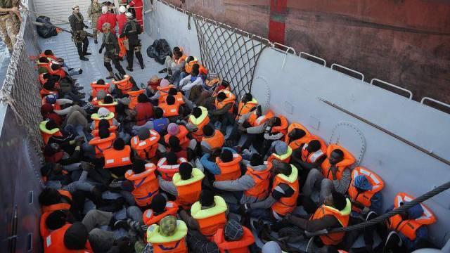 Rettung von Bootsflüchtlingen vor Lampedusa vor wenigen Tagen