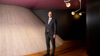 «Wir lassen unsere Kunden nicht im Regen stehen, im Gegenteil»: Philipp Gmür, Konzernchef des Versicherers Helvetia, am Hauptsitz auf dem Rosenberg.