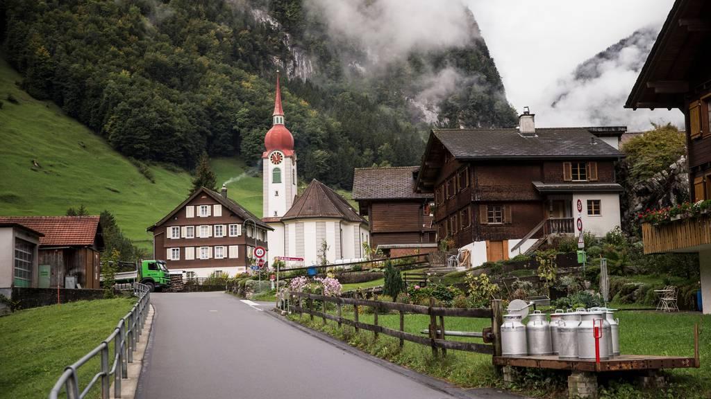 Die Gemeinde Isenthal (im Bild) erhält mit Plaffeien, Evolène, Poschiavo und Guttannen neu das Label «jugendfreundliches Bergdorf» verliehen.
