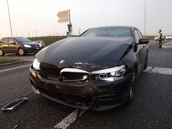Alle am Unfall beteiligten erlitten Verletzungen, wobei es jedoch die 81-jährige VW-Lenkerin am schlimmsten erwischte. Sie erlitt erhebliche innere Verletzungen, Rippenbrüche und Prellungen und musste operiert werden.