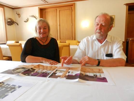 Géraldine Philippe und Kurt Heutschi mit den ersten Plänen für das neue Kornhaus