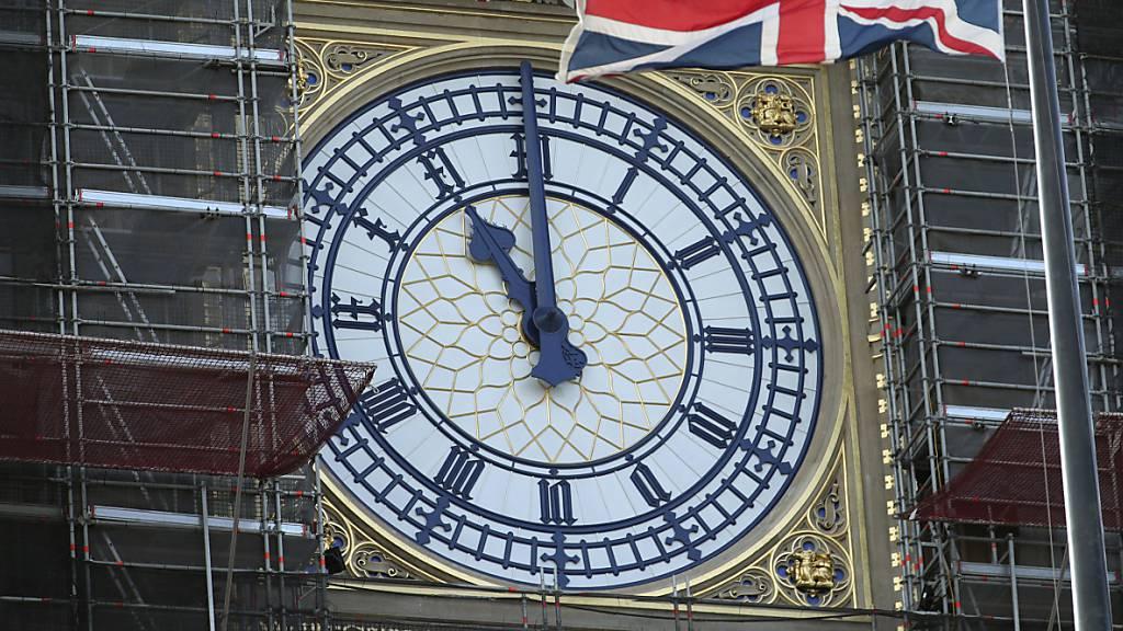 Trotz Restaurierungsarbeiten: Big Ben läutet neues Jahr ein