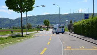 Die Fussgängerstreifen bei den Bushaltestellen werden 20 Meter Richtung Obergösgen verschoben und die beiden Einspurstrecken (Bildmitte) durch einen Mehrzweckstreifen ersetzt.