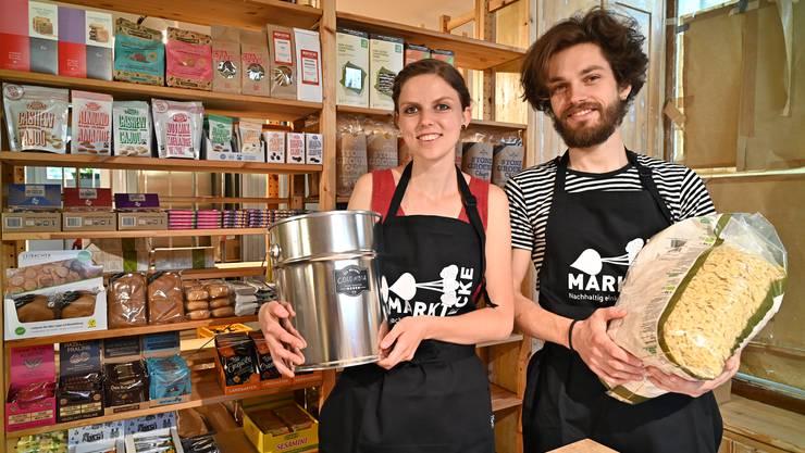 Anja Schaffner und Jens Hinkelmann laden zur Eröffnungsfeier der Marktecke am Samstag an der Hauptgasse 4 in Olten ein.