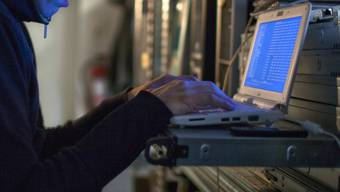19-jähriger Computer-Hacker festgenommen (Symbolbild)