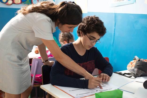 Stets schüchtern und freundlich, doch Ahmed will seine «ungläubige» Lehrerin Inès töten.