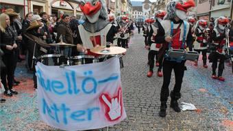 Die Chummerbuebe aus Zwingen holten die Plakate der Laufentaler Deponie-Gegner an den Umzug. dimitri hofer
