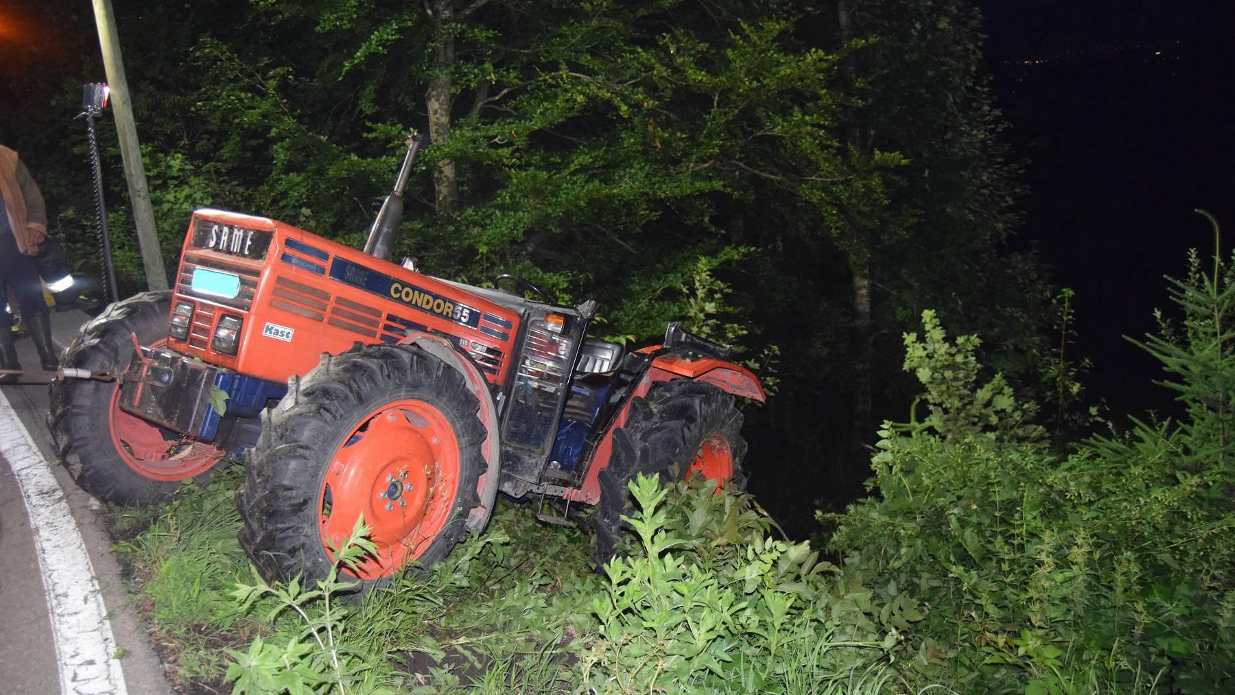 Der Traktor musste durch den Abschleppdienst geborgen werden.