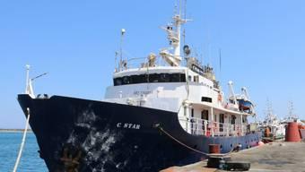 Dieses Schiff haben rechtsextreme Organisationen gechartert, um gegen die Rettungseinsätze vor der libyschen Küste zu demonstrieren.