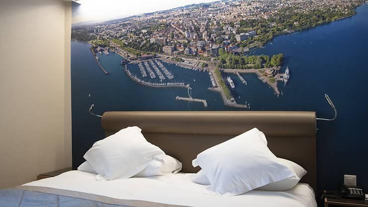 Wird auch in den Kantonen Genf und Wallis Realität: Leeres Zimmer in einem geschlossenen Hotel, hier in Lausanne.