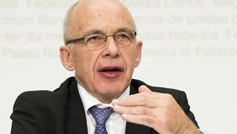 Laut Bundesrat Ueli Maurer könnte die Schweizer Volkswirtschaft Schaden nehmen, falls die Vollgeld-Initiative angenommen wird.