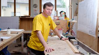 «Mir ist jeder Mitarbeiter die 200 Franken wert, wenn ich weiss, was er kann – aber das wusste ich hier ja nicht»: Schreinermeister Otto Walti in seiner Werkstatt.