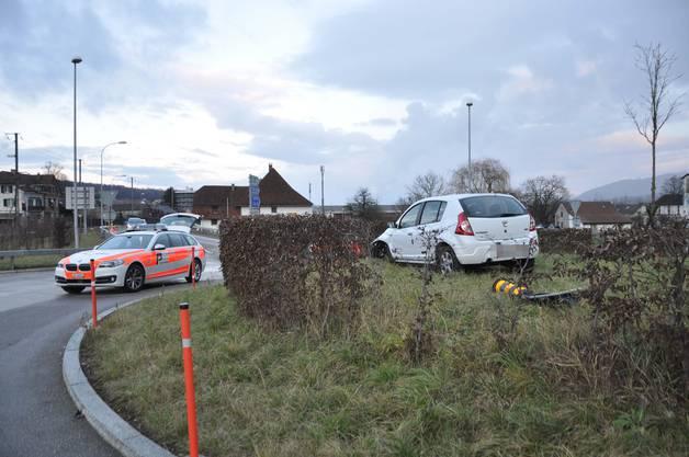 Wangen bei Olten SO, 20. Januar: Nach einem Selbstunfall kam ein Auto im Kreisel zum Stillstand. Der Lenker steht unter Verdacht, ein gefährliches Verkehrsmanöver begangen zu haben. Die Polizei sucht nach Zeugen.