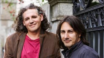 Der Liedermacher und sein «erster Meister»: Pippo Pollina (rechts) und Linard Bardill, die seit Jahrzehnten eine Künstlerfreundschaft verbindet. ZVG