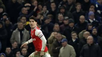 Arsenals Hector Bellerin gelang spät das 2:2 bei Chelsea