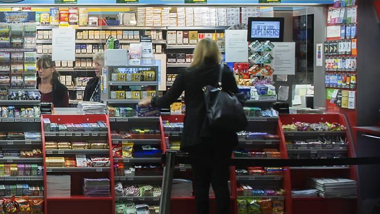 Der Kiosk der zur Valora Gruppe gehörenden ''k kiosk'' im Bahnhof Bern: Hier könnte Valora den Kunden schon bald Konsumkredite anbieten.