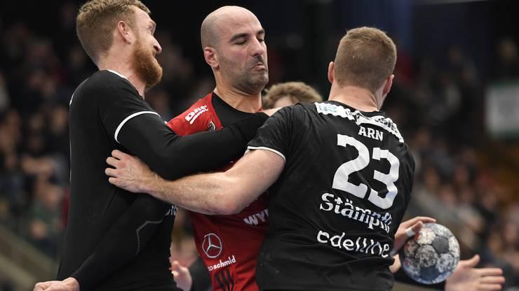 Kein Vorbeikommen: Der HSC Suhr Aarau muss sich gegen den BSV Bern geschlagen geben.