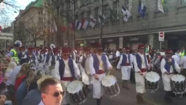 Sechseläuten-Umzug: Die Stadtmusik Dietikon mit der Zunft zum Kämbel.