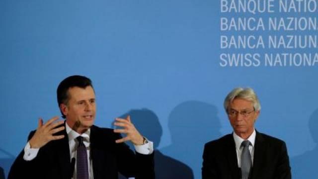 Philipp Hildebrand, links, Präsident der Schweizerischen Nationalbank SNB, und SNB Direktor Hansueli Raggenbass, rechts, an der Pressekonferenz vom 5. Januar. Foto: Seffen Schmidt - Keystone