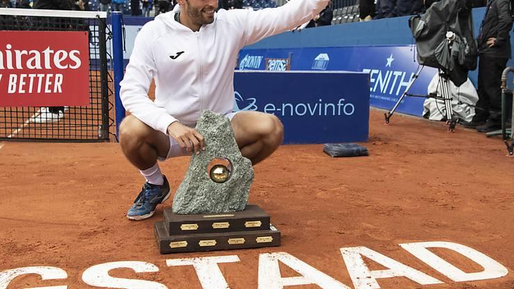 Albert Ramos-Vinolas freut sich im Juli 2019 über den Turniersieg.