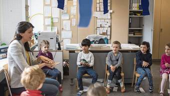 Unterricht in Halbklassen ist für Lehrpersonen zwar aufwendiger; dafür günstiger für eine Gemeinde.