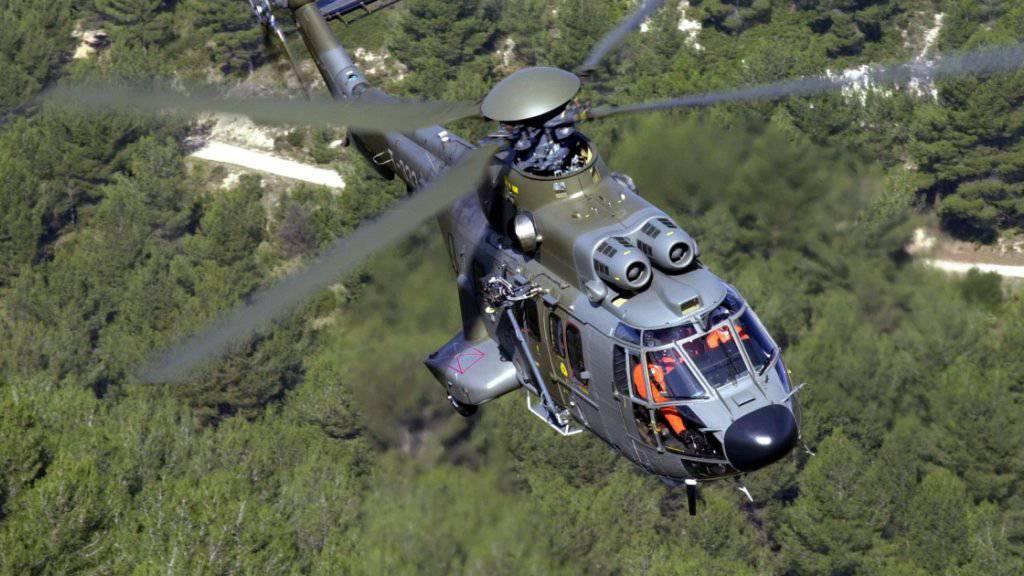Die Luftwaffe verfügt heute unter anderem über Super-Puma-Transporthelikopter. Den Kauf grösserer Maschinen lehnt der Bundesrat ab, vor allem aus finanziellen Gründen. (Archivbild)