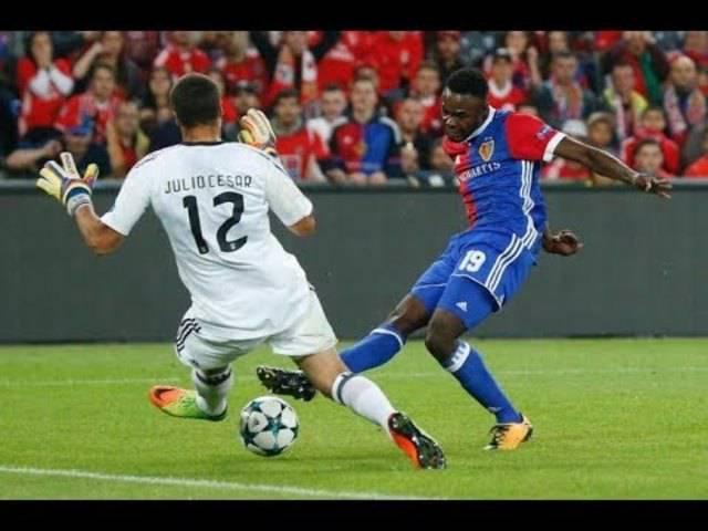 Dimitri Oberlin rennt gegen Benfica alles in Grund und Boden.
