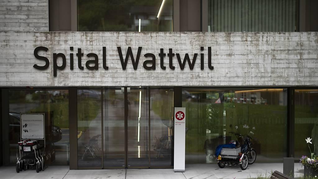 Hat die Gemeinde Wattwil für das Spitalgebäude ein Rückkaufsrecht? Nein, findet die St. Galler Regierung, die die Liegenschaft der Solviva AG veräussern will. (Archivbild)