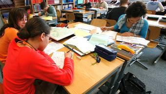 Sucht-Projekt  der Klasse 2a Sek in Breitenbach, Schule, Schulklasse, Sch?ler. Foto niz