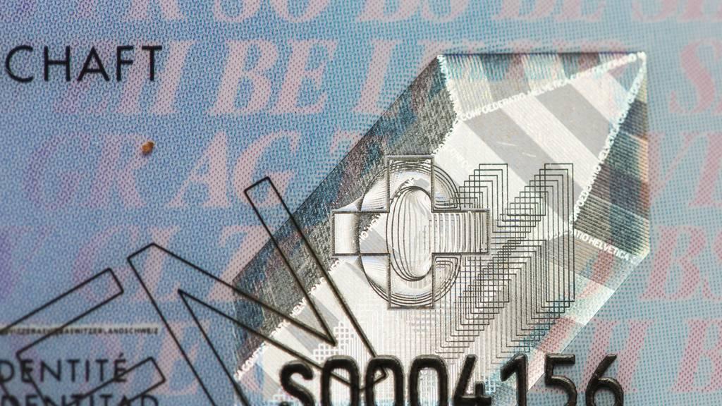 Für den Ausgang: Vater fälscht 15-jährigem Sohn die ID