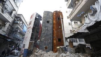 Manaf Halbouni hat vor der Dresdner Frauenkirche seine Kunst-Installation «Monument» aufgebaut