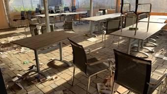 Nicht nur das überdachte Forum wurde Ende letzte Woche verwüstet. Auf dem ganzen Areal hinterliessen die Täter Spuren.