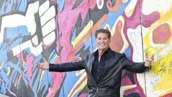 Zum Steinerweichen: David Hasselhoff vor der Berliner Mauer.