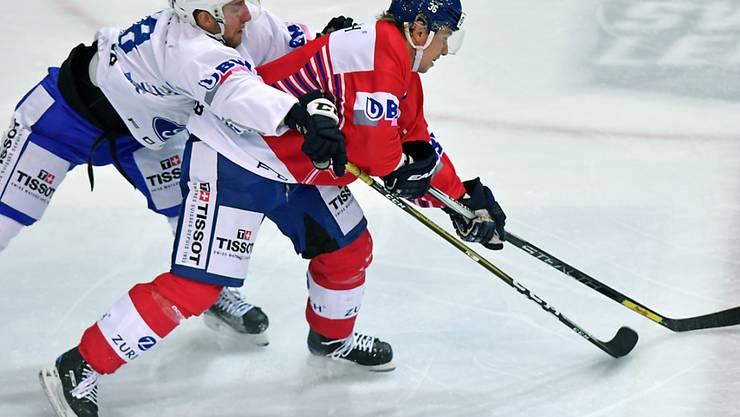 Der Klotener Jussi Jokinen (rechts) Ende November im Cup-Viertelfinal gegen den EVZ