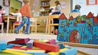 In den Kindertagesstätten sollen fortan sämtliche Betreuungspersonen Masken tragen. (Symbolbild)