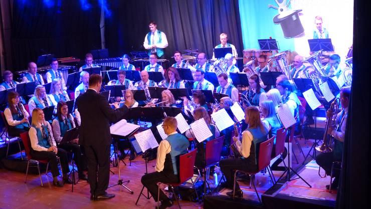 Die Musikgesellschaft Wegenstetten präsentierte unter Leitung von Bence Tóth ein grossartiges Show-Konzert.