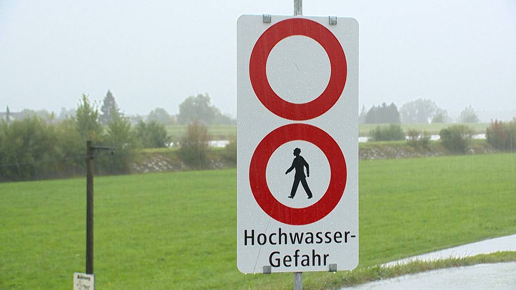 Überschwemmungen erwartet: Fusswege entlang des Rheins gesperrt