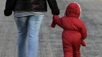 Die Mutter selbst brachte ihr Kind an den Ort neben einer Strasse (Symbolbild)