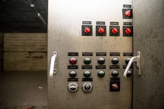 Die Sicherungskästen der Anlage stehen immer noch im alten Kontrollraum.