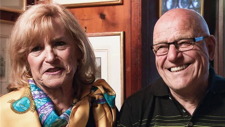 Gudrun Merting und Pierre Chappuis im Restaurant, in dem sie sich vor 12 Jahren kennen gelernt haben. Screenshot SRF