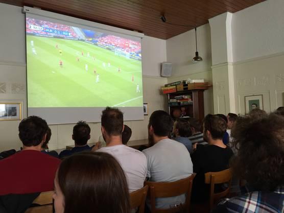 Spannung während dem Spiel Schweiz – Albanien.