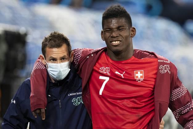 Schmerz, Schmerz, Schmerz: Hoffentlich verletzte sich Embolo nicht schlimmer.