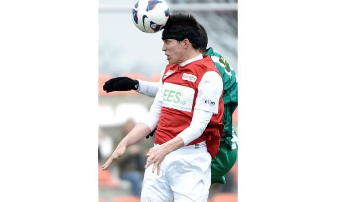 Solothurns Jan Hartmann (L)  gegen Serrieres Marco Pinto (H)