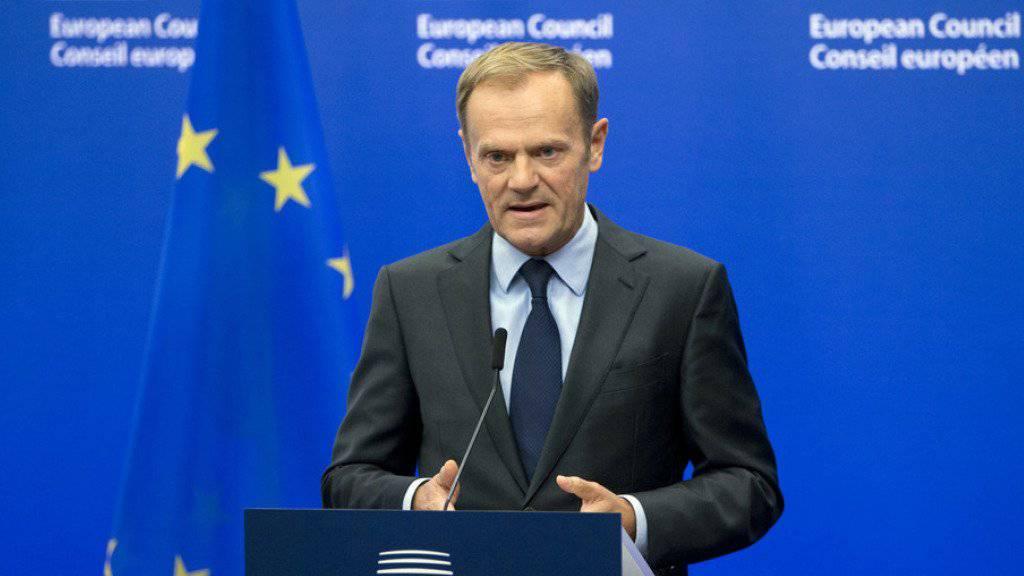 """EU-Ratspräsident Donald Tusk betonte die """"strategische Partnerschaft"""" zwischen Europa und den USA und schlug Trump einen baldigen EU-USA-Gipfel in Europa vor."""