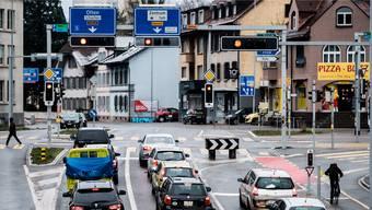 Die Buchserstrasse – hier kurz vor dem Kreuzplatz – ist schon heute eine Stauzone. Das könnte sich mit dem Teilfahrverbot im Gönhard verstärken.