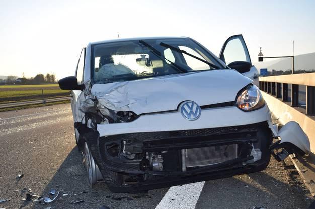 Eine nachfolgende Lenkerin bemerkte dies zu spät und prallte ins Heck des Autos.