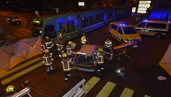 Beim Unfall wurde der Autofahrer verletzt.