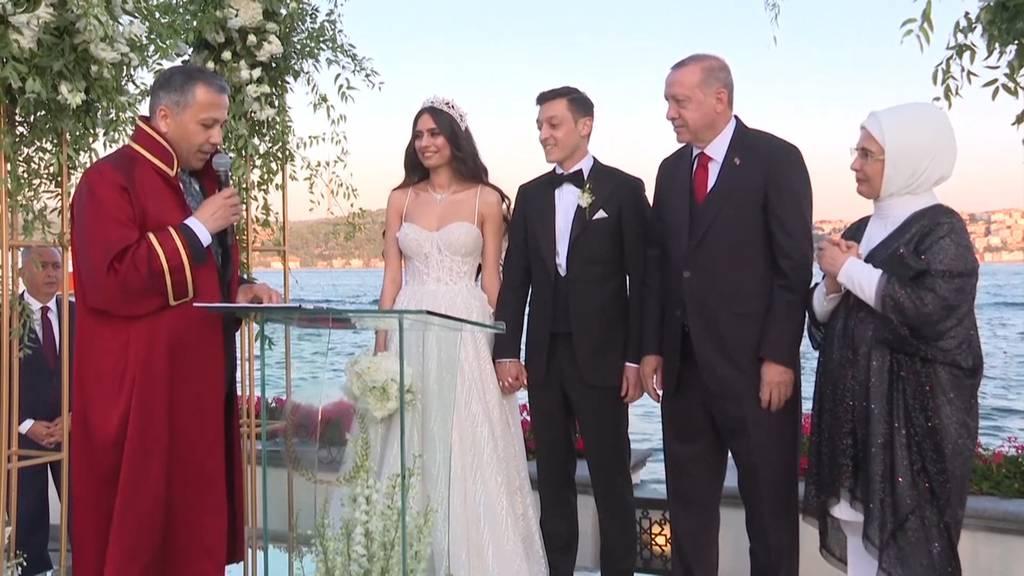 Fussballer Özil heiratet seine Amine - und Präsident Erdogan ist Trauzeuge