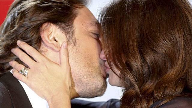 Ein inniger Kuss zwischen Filmpartnern.