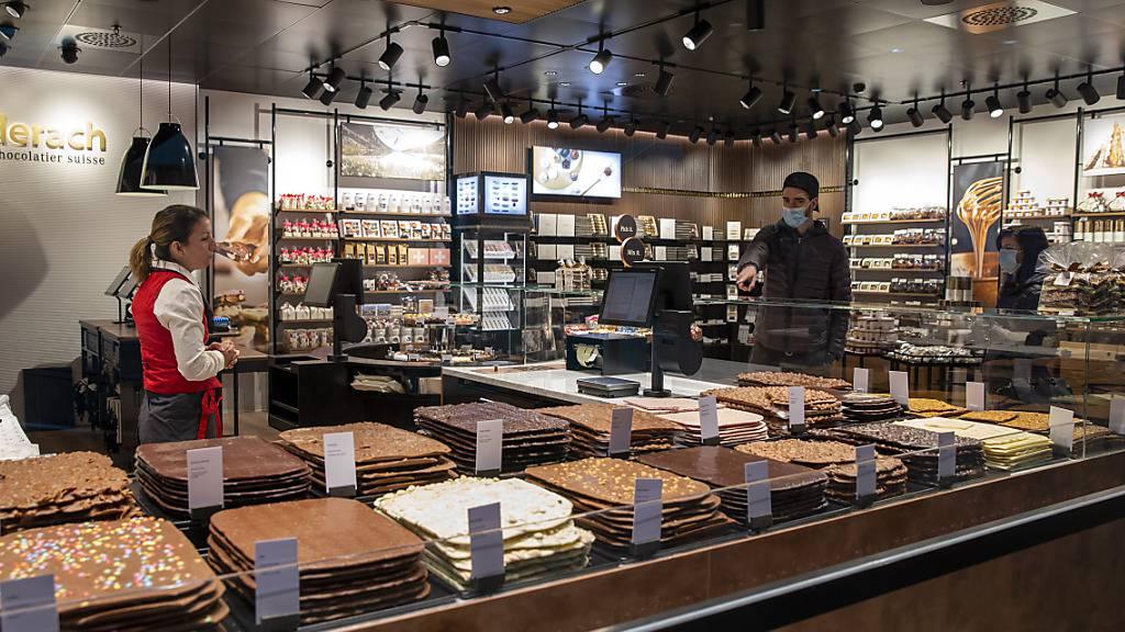 Der Schokoladen-Produzent Läderach baut das US-Geschäft aus. Vom belgischen Konkurrenten Govida Chocolatier übernimmt Läderach die Mietverträge von 34 Standorten in den USA.(Archivbild)